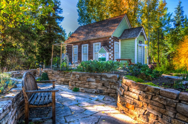 A Few Ways to Make Your Old House the Greenest One in the Neighborhood