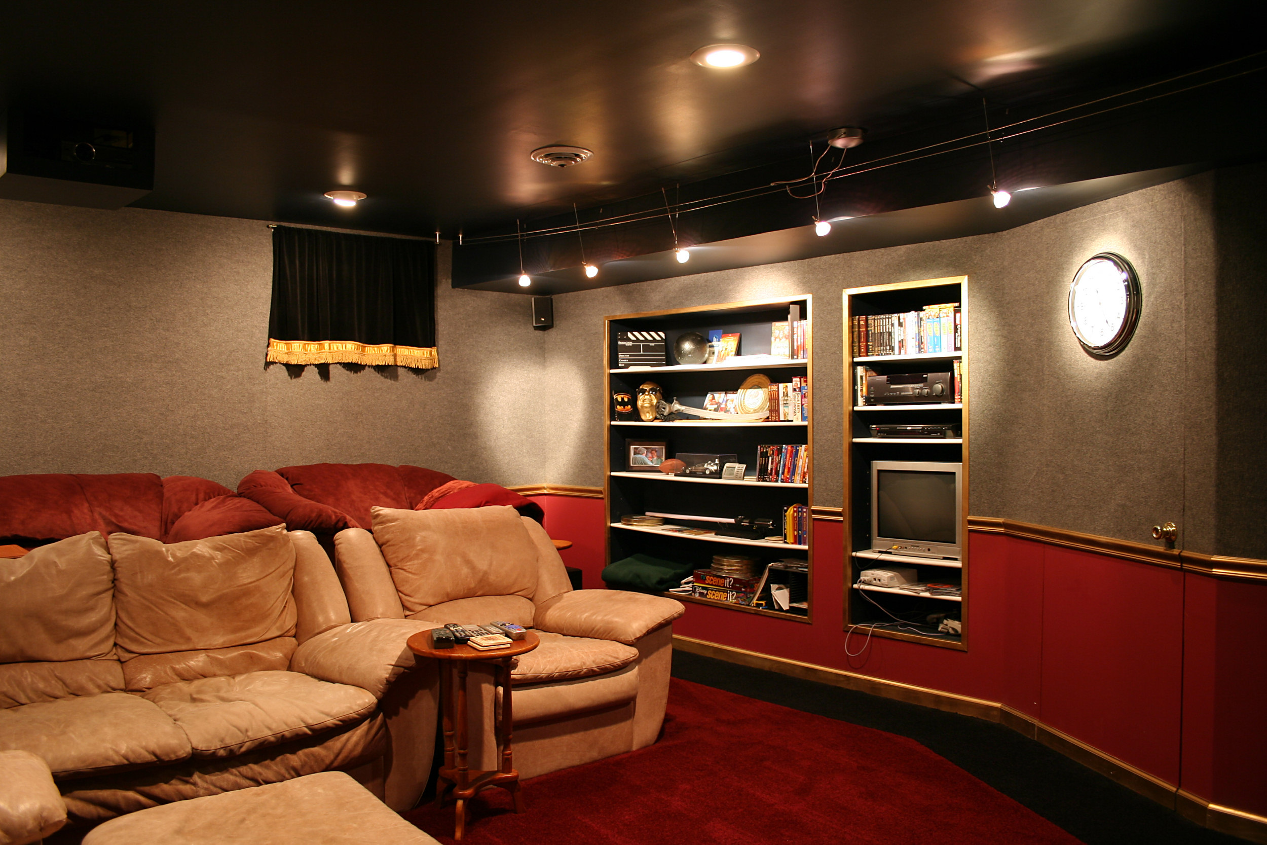 Wondrous How To Turn Your Garage Into A Man Cave Bruzzese Home Ibusinesslaw Wood Chair Design Ideas Ibusinesslaworg