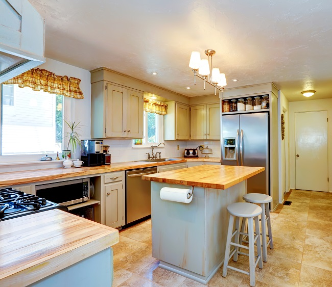 What are the different layouts and styles of kitchens for Grandi case cabinate