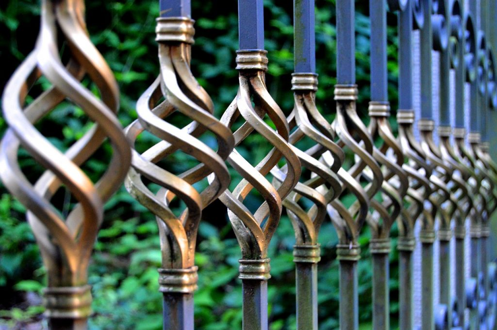 How to Maintain Metal Surfaces in Your Yard