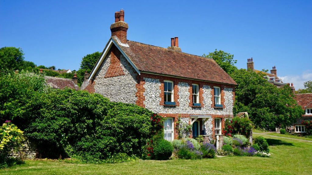 Ancient Abodes 4 Renovation Tips to Give Your Old Home a Modern Exterior Look